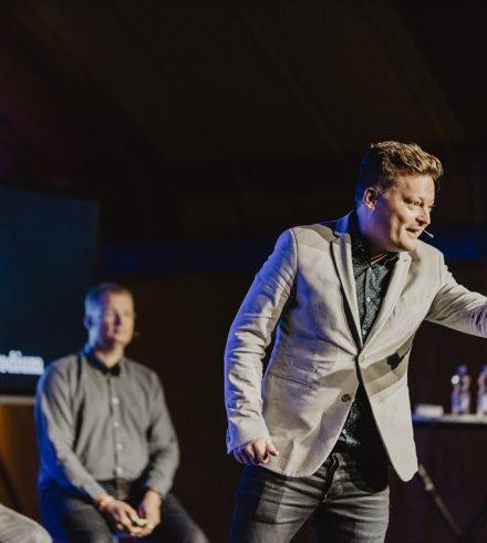 Tien tips voor een knallende presentatie: 'own the stage!'